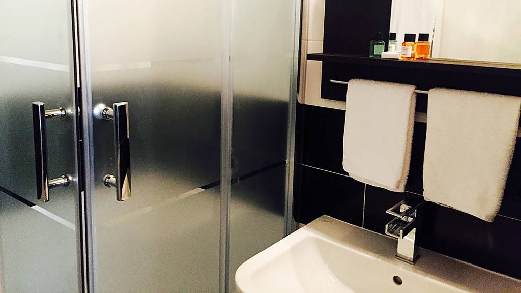 gh-collection-rome-Iuturna-guesthouse-bathroom