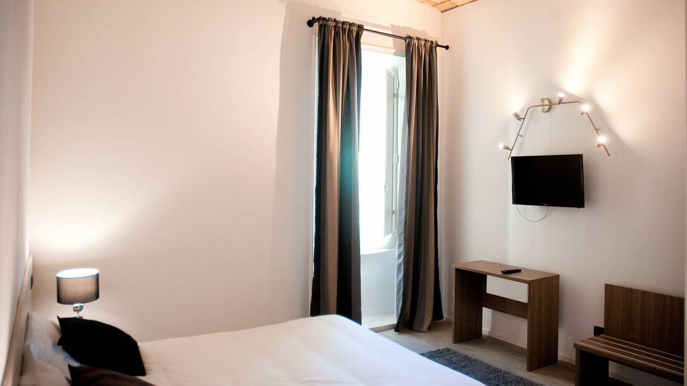 gh-collection-rome-Iuturna-guesthouse-room-2