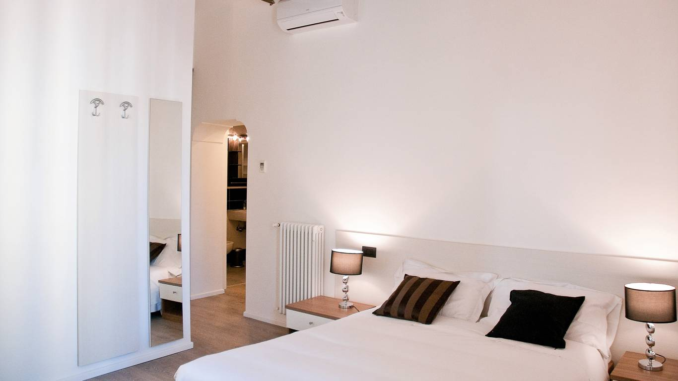 gh-collection-rome-Iuturna-guesthouse-room
